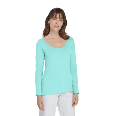 woman facing front wearing delta platinum long sleeve scoop neck tee in teal